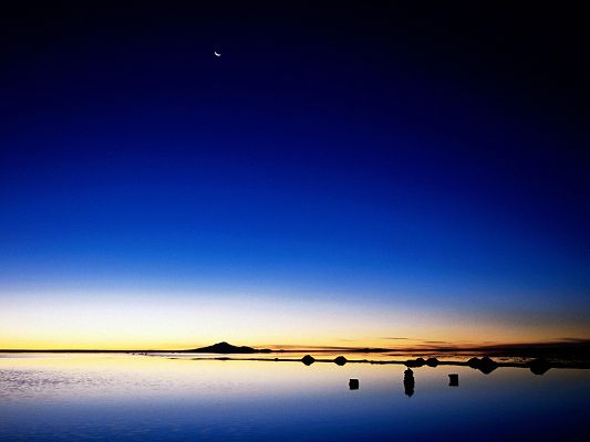 click to free download the wallpaper--Amazing Landscape of the World, the Sea is Falling Asleep, Golden Horizon, Pure Uyuni