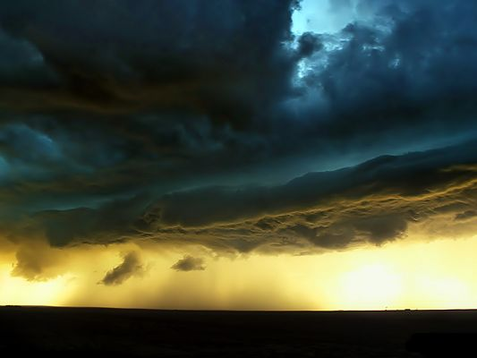 click to free download the wallpaper--Amazing Natural Pics, the Upcoming Storm, Thick Clouds in the Golden Sky