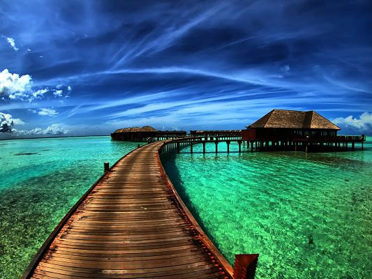 Amazing Natural Scenery, the Sea is Shallow and Clear, the Blue and Cloudless Sky, Combine Quite a Scene
