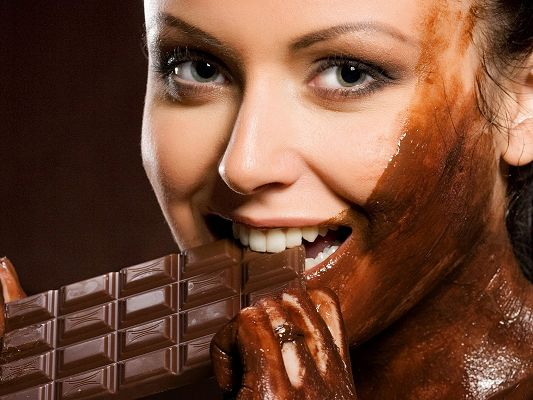click to free download the wallpaper--Amazing TV Show Pic, Eating Chocolate, Spices All Over Her Face, Tasty and Tempting