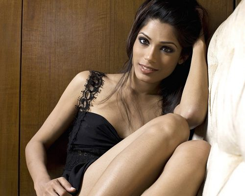Amazing TV Show Pics, Beautiful Freida Pinto, in Smile and Black Tight Dress, She is Cute