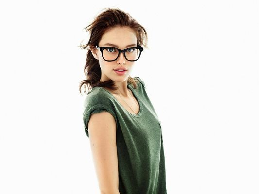 click to free download the wallpaper--Amazing TV Show Pics, Brunette with Glasses, Like a Scholar