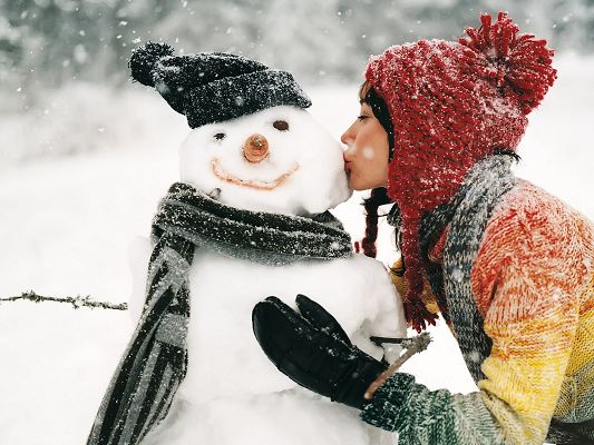 click to free download the wallpaper--Amazing TV Shows Pic, Beautiful Girl Kissing the Snowman, Warm Winter