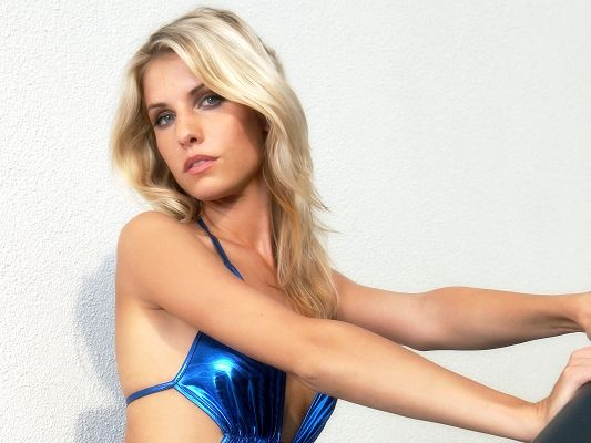 click to free download the wallpaper--Amazing TV Shows Pic, Iveta Vale in Blue Bikini, Blonde Hair, She is Beautiful