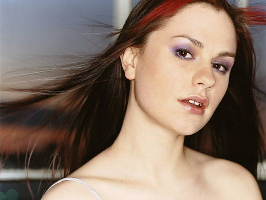 Anna Paquin Crazy HD Post in Pixel of 1600x1200, a Beautiful and Pure Girl, Straight and Dancing Hair, She is a Great Fit - TV & Movies Post