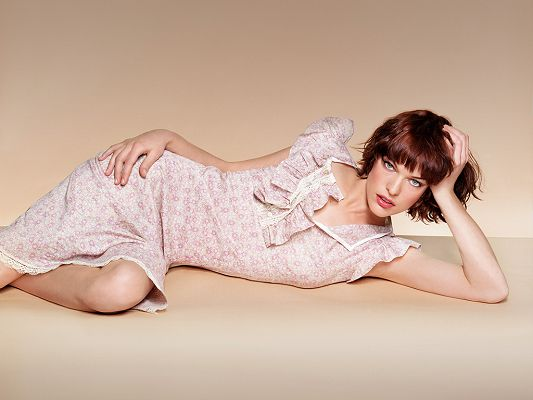 As a Popular Model and Recording Artist, She is Decent and Unapproachable, Very Impressive Female - HD Milla Jovovich Wallpaper