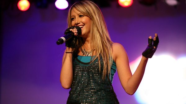 click to free download the wallpaper--Ashley Tisdale Singing Post in Pixel of 1920x1080, a Microphone is Her Best Weapon, She is Well-Liked and Attractive - TV & Movies Post
