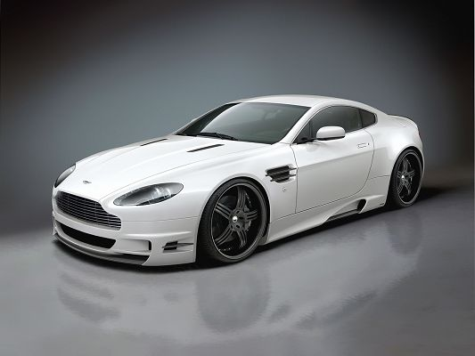 click to free download the wallpaper--Aston Martin Vantage HD Post in Pixel of 1280x960, White Car in Stop, Decent and Graceful in Outlook, It Shall Fit Various Devices - HD Cars Wallpaper