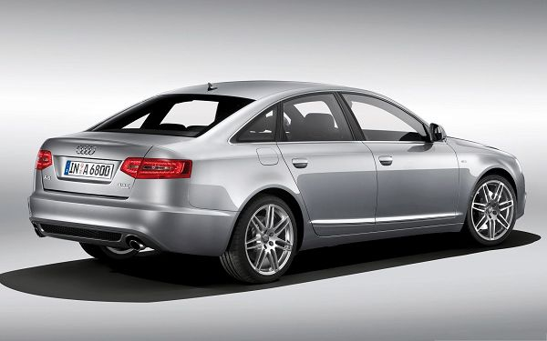 click to free download the wallpaper--Audi A6 Car as Wallpaper, Silver Super Car in the Stop, Shadow Beneath