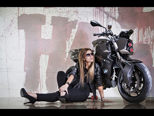 click to free download the wallpaper--BMW F800 R Predator in Stop, the Cool Female Driver Leaning on It, the Motorcar Post is Handsome in Look