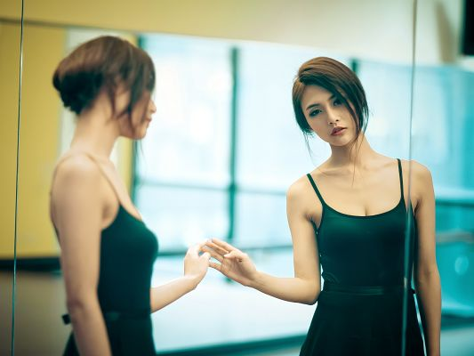 Beautiful Actresses Post, Asian Ballerina in Dancing Suit, Swift Move and Perfect Body Figure