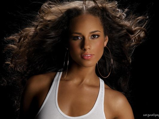 click to free download the wallpaper--Beautiful Actresses Wallpaper, Alicia Keys Portrait, Appealing Face and Exploded Hair, She is Incredible