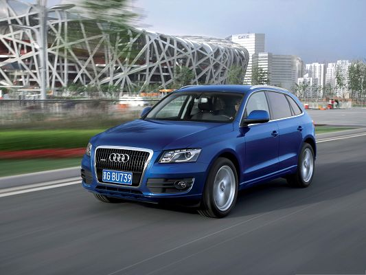 click to free download the wallpaper--Beautiful Cars Image, Blue Audi Q5 in Fast Speed, Black and Straight Road