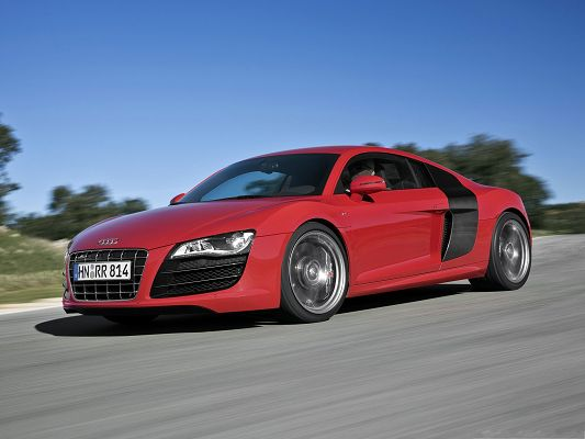 click to free download the wallpaper--Beautiful Cars Picture, Super Audi R8 Car in Incredible Speed