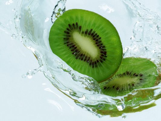 click to free download the wallpaper--Beautiful Fruit Images, Kiwi Dropping, Innervation Fruits, is Impressive Scene
