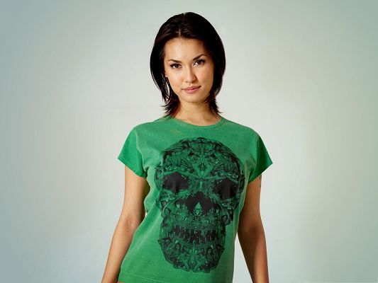 click to free download the wallpaper--Beautiful Girl Images, Easy Girl in Green T-Shirt, Unique Design
