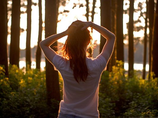 click to free download the wallpaper--Beautiful Girl Outdoor, Weakening Up to Embrace the First Sunlight