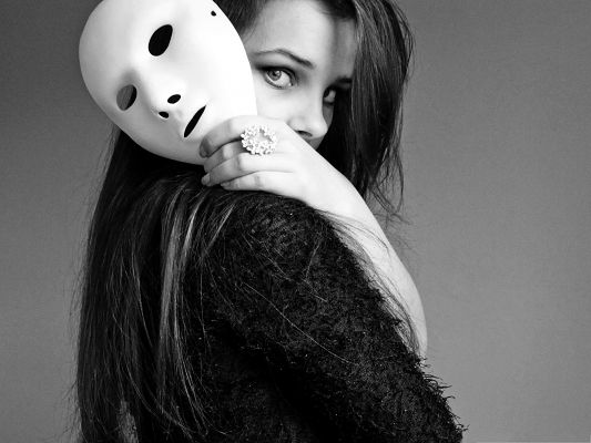 click to free download the wallpaper--Beautiful Girl Photos, Girl in White Mask, Mysterious Look