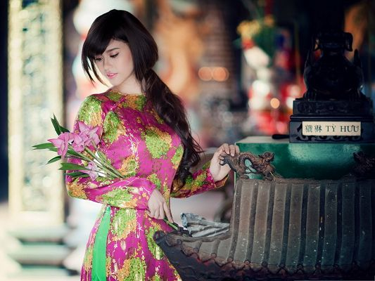 Beautiful Girl Photos, in Ancient Cheongsam and Pink Flower, Comfortable Look