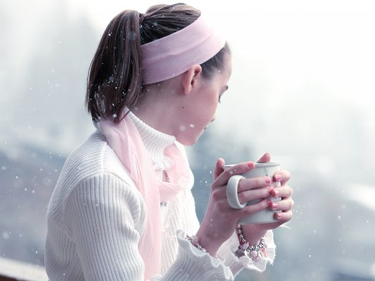 click to free download the wallpaper--Beautiful Girl Pictures, Drinking Hot Tea, It Warms Her Up