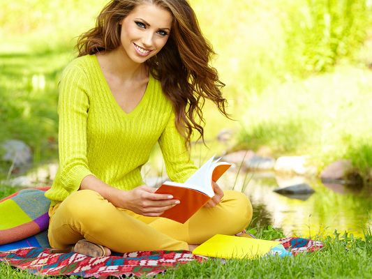 click to free download the wallpaper--Beautiful Girls Image, Beauty Doing Reading Outdoor, Fantastic Look