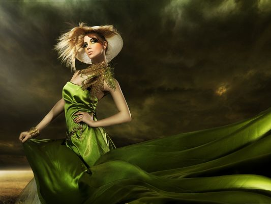 Beautiful Girls Image, Decent Lady in Green Dress, the Dark Sky