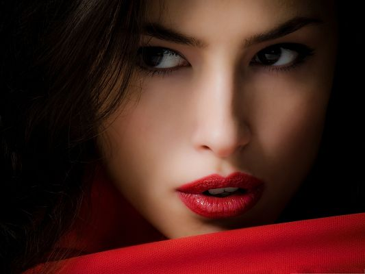 click to free download the wallpaper--Beautiful Girls Image, Impressive Eyes and Red Lips, Great in Look