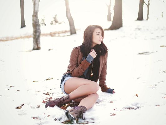 click to free download the wallpaper--Beautiful Girls Picture, Casual Clothes and Shorts, Aren't You Cold in Winter?