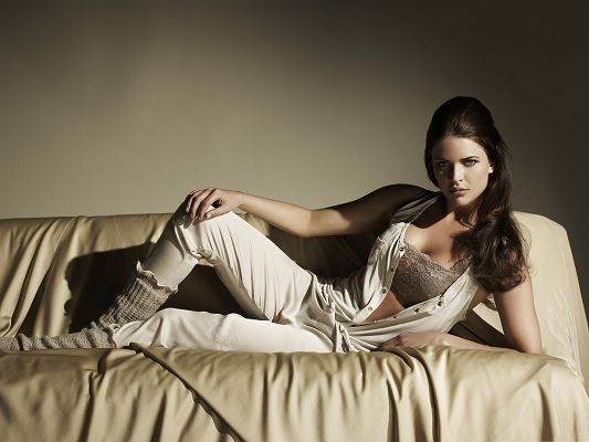 Beautiful Girls Picture, Lying on Couch, She is Like the Queen