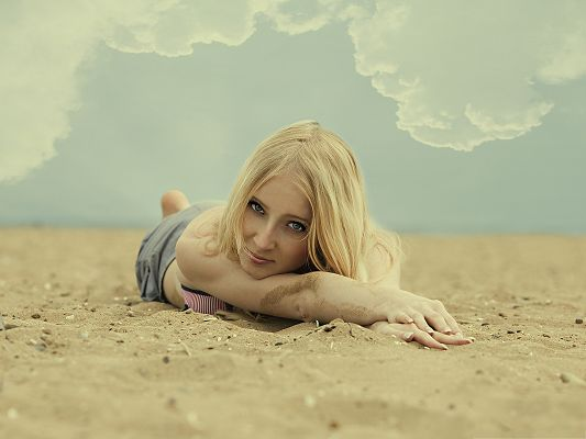 click to free download the wallpaper--Beautiful Girls Picture, Nice and Blond Girl Playing on Beach Sand