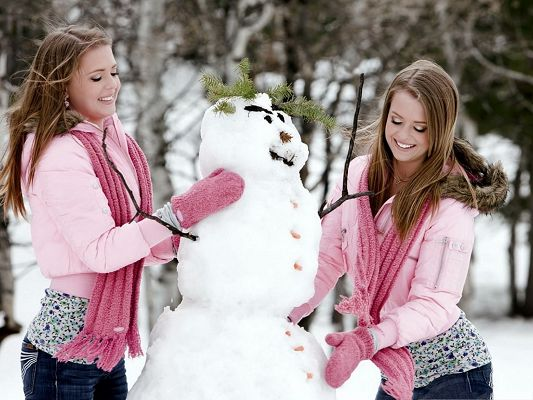 click to free download the wallpaper--Beautiful Girls Picture, Outdoor in Winter, Making a Snowman