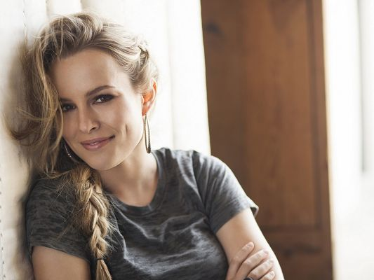 click to free download the wallpaper--Beautiful Ladies Post, Bridgit Mendler Smiling, Blonde Hair and Dimple, Beautiful by Nature