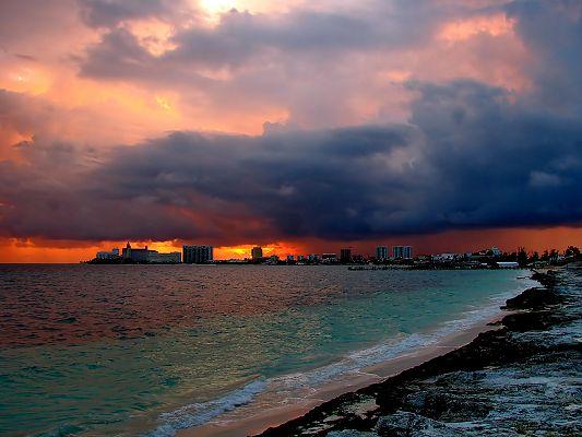 Beautiful Landscape Photos, the Setting Sun, a Blood Rain Falling