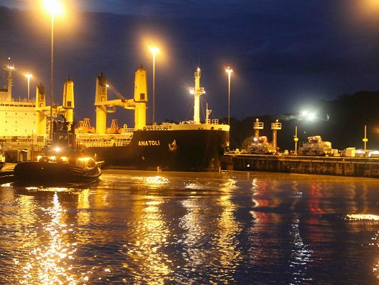 click to free download the wallpaper--Beautiful Landscape of Nature, Panama Canal Night, Golden Light, Incredible Scene