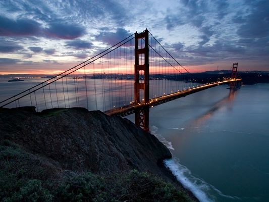 click to free download the wallpaper--Beautiful Landscape of the World, San Francisco City, the Lighted Up Bridge, the Sea Falling Asleep