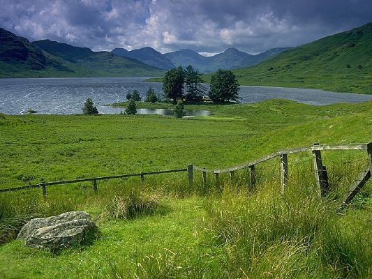 click to free download the wallpaper--Beautiful Pic of Nature Landscape, the Peaceful Lake, Green Grass All Along