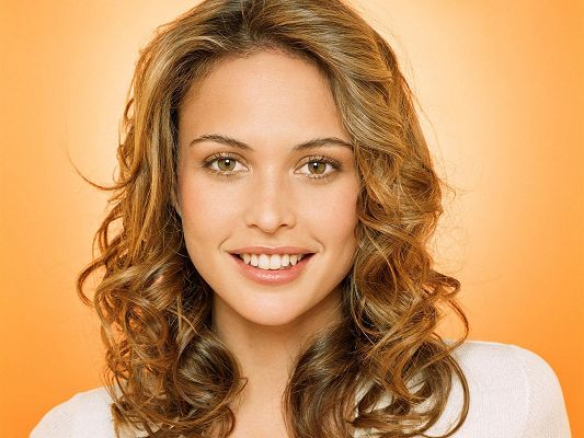 Beautiful Posters of TV & Movie, Josie Maran's Face Portrait, the Girl is Quite a Beauty