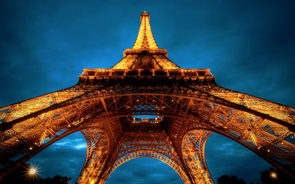 click to free download the wallpaper--Beautiful Sceneries of the World - La Tour Eiffel Post in Pixel of 1920x1200, Golden Tower in Night, Reaching the Sky