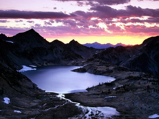 click to free download the wallpaper--Beautiful Sceneries of the World - Sunrise Upper Ice Lake Basin in Pixel of 1600x1200, the Rising Sun Shinning Light on the Blue Pool