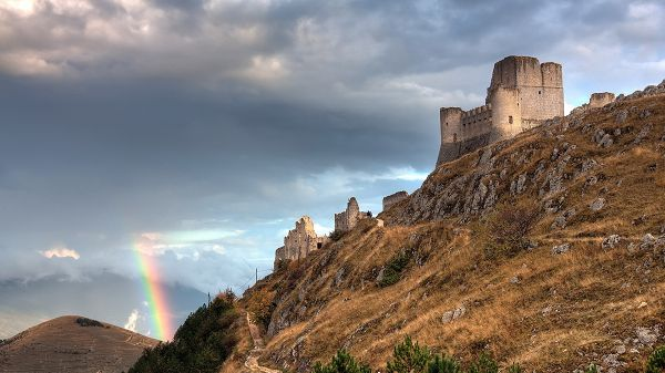 click to free download the wallpaper--Beautiful Sceneries of the World - The Great Wall on the Hillside, a Rainbow Showing Up, the Sky is Still Cloudy