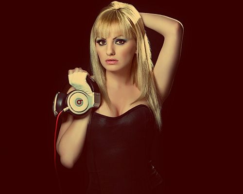 Beautiful TV & Movie Photos, Alexandra Stan in Blonde Straight Hair and Thick Cosmetics, Nice in Look