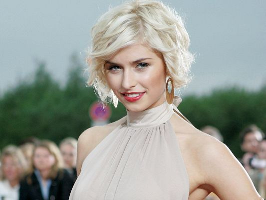 Beautiful TV Show Photo, Lena Gercke in White Hair and Red Lips, Outstanding Beauty