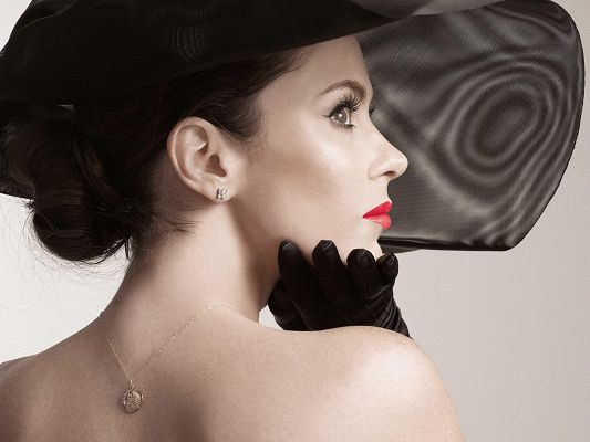 Beautiful TV Show Pics, Elegant Woman in Black Hat, Extremely Red Lips, Shall be Impressive