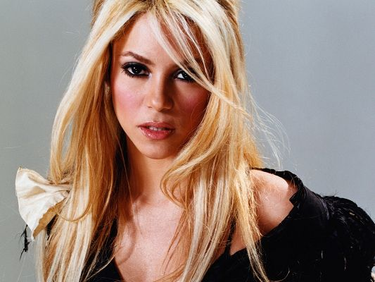 Beautiful TV Shows Image, Beautiful Shakira, Blonde Hair and Impressive Eyes