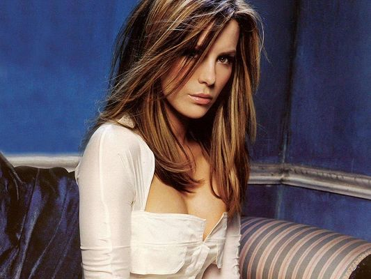 click to free download the wallpaper--Beautiful TV Shows Image, Kate Beckinsale in Blonde Hair and Sexy Body Figure