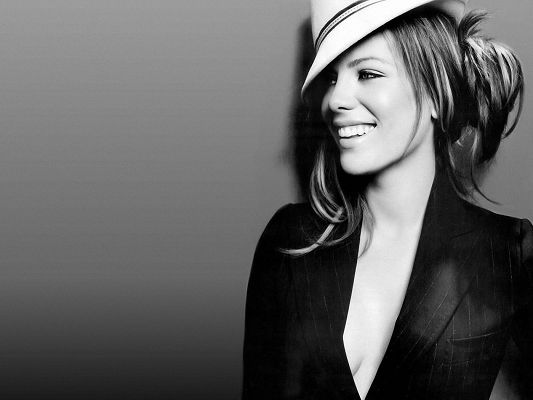 click to free download the wallpaper--Beautiful TV Shows Pic, Kate Beckinsale Smiling, White Hat and Black Suit