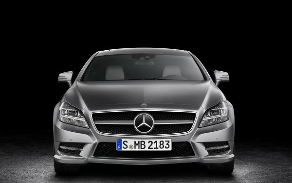 click to free download the wallpaper--Benz Car in Full Stop, Everything Around It is Lighted up, the Car Can Start Running At Any Time, Keep a Distance - HD Cars Wallpaper