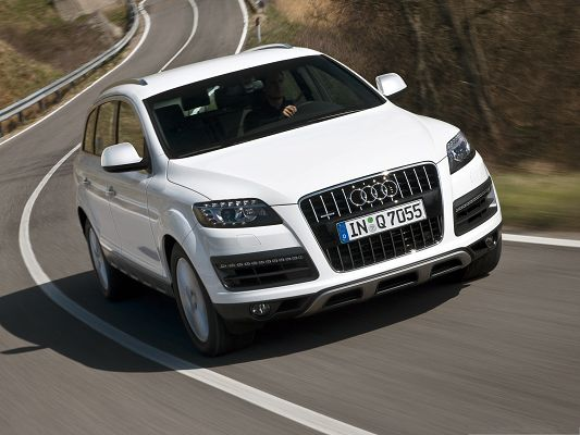 click to free download the wallpaper--Best Cars Image, White and Decent Audi Q7 in Fast Speed, Tall Hills Alongside