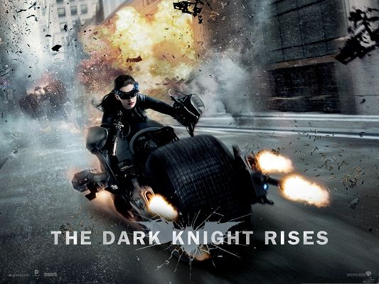 click to free download the wallpaper--Best Movies Poster, Catwoman in Dark Knight Rises, Cool Girl