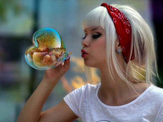 click to free download the wallpaper--Blonde Girl Picture, Beautiful Girl Making a Heart Bubble, Colorful and Impressive